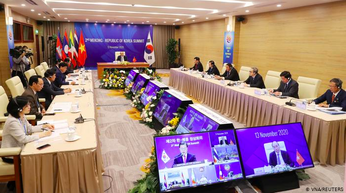 Asia-Pacific countries including China sign world's biggest free-trade agreement