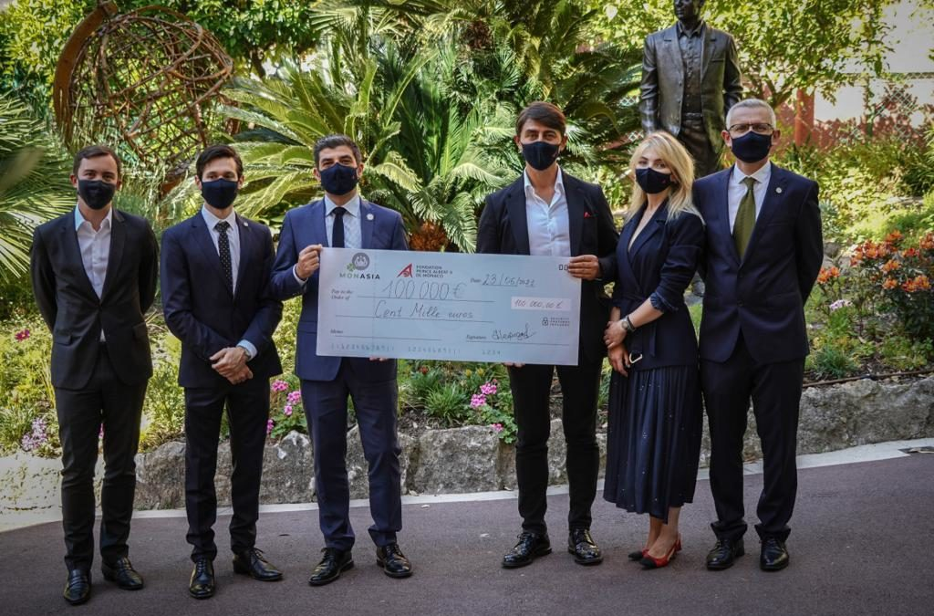 Mr Mikhail Nefedov, President of Monasia Association, presented a cheque for EUR 100 000 to support Human Wildlife Initiative carried out by the Prince Albert II of Monaco Foundation